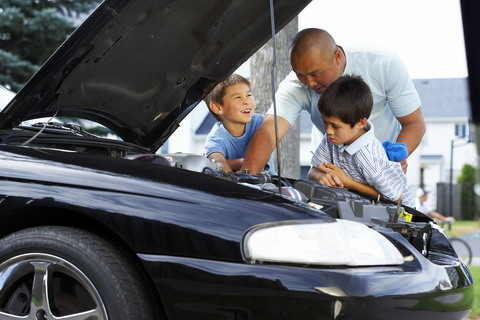 kids_working_on_car